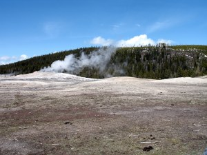 When we got to Olf Faithful, they said it'd be going off in about 10 minutes - but the Bwun wanted to eat. I didn't think I would get to see the geyser. Luckily he ate quickly and when I got to Old Faithful it was just getting ready to blow.